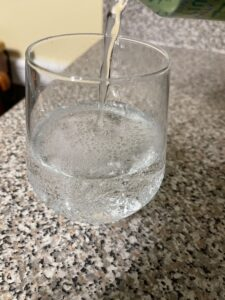 Glass filling with sparkling water